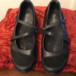 Barely worn black Skechers